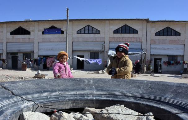 Los niños de Siria juegan a adivinar si el siguiente avión les bombardeará