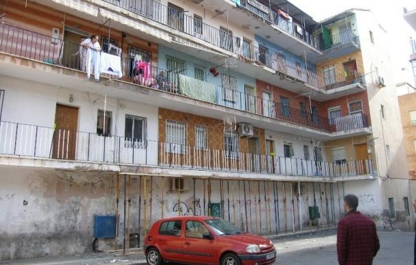El Ayuntamiento levanta la orden de desalojo del 'El Patio', cuyos vecinos deberán reparar el inmueble