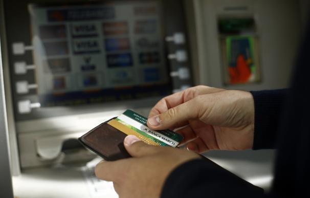 La banca deberá informar a los clientes de las comisiones que tiene previsto cobrarles