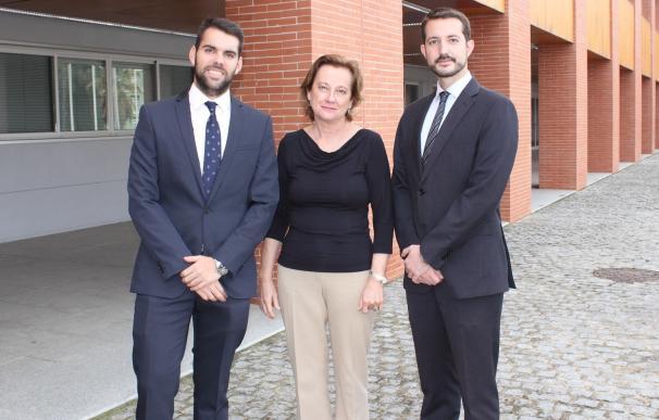 Premiados antiguos alumnos de la UPO por el Mejor Laudo en el Moot Madrid 2016