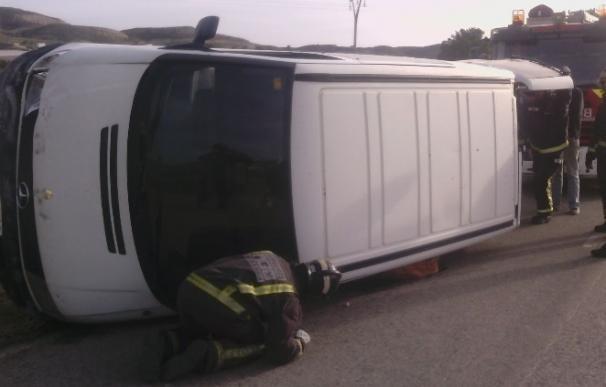 Herida una mujer al sufrir un accidente con la furgoneta en la que viajaba en el Fenazar