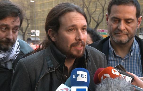 """Pablo Iglesias ve una """"barbaridad"""" plantear medidas coercitivas contra el referéndum, como precintar colegios electorale"""