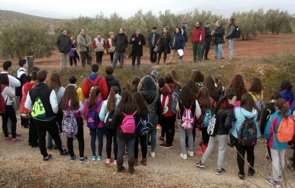 Casi un centenar de escolares participan en el Día de los Humedales con visitas didácticas a Laguna Honda