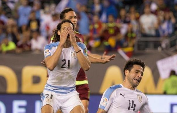 Venezuela hace historia y Cavani falla un gol que recordará toda su vida