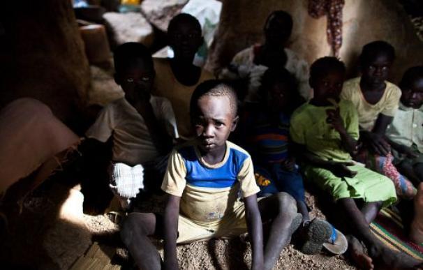 Familias sudanesas viven en cuevas