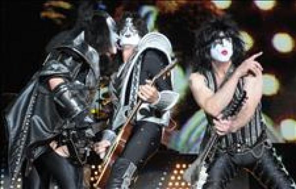 """KISS estará en el homenaje de Michael Jackson, """"un pederasta"""" según su líder"""