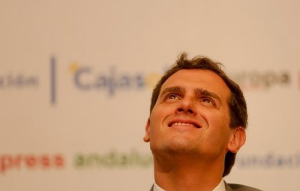 """Rivera pide movilizar el voto moderado para que """"los cambios lleguen por el centro y no por los extremos"""""""