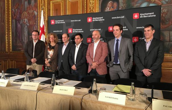 Barcelona firma un pacto con las grandes telefónicas para reducir la brecha digital en la ciudad
