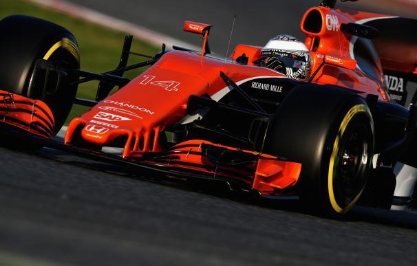 El MCL32 de Fernando Alonso en el circuito de Montmeló.