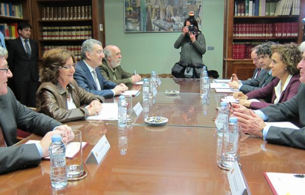 Aragón pide a la ministra de Sanidad y Servicios Sociales más financiación