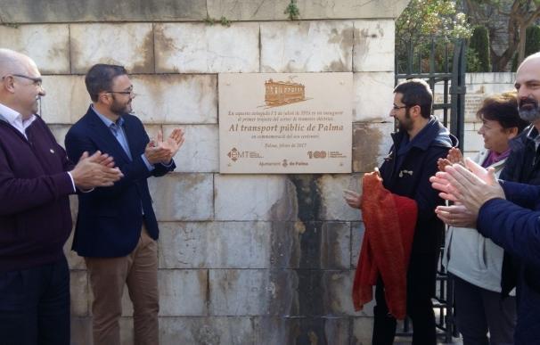 Inaugurada la placa conmemorativa del centenario del transporte público de Palma