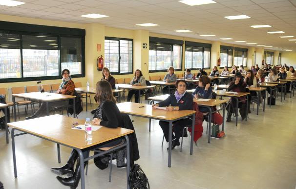 """Sindicatos acusan al Ministerio de Educación de """"falta de liderazgo"""" en la convocatoria de plazas de profesores"""