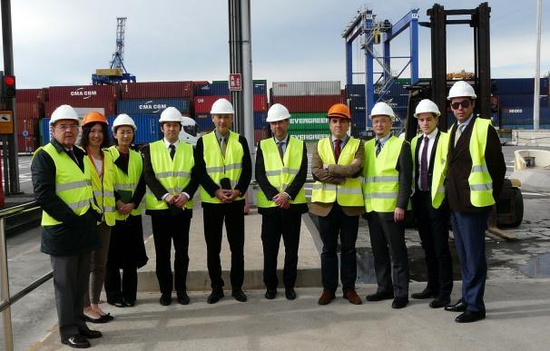 Mitsubishi Electric visita el puerto y se interesa por los sistemas de seguridad y control de mercancías