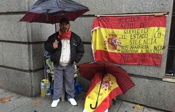 El exsoldado que hizo huelga de hambre pacta con Defensa 37.000 euros a la espera de que el tribunal decida su pensión