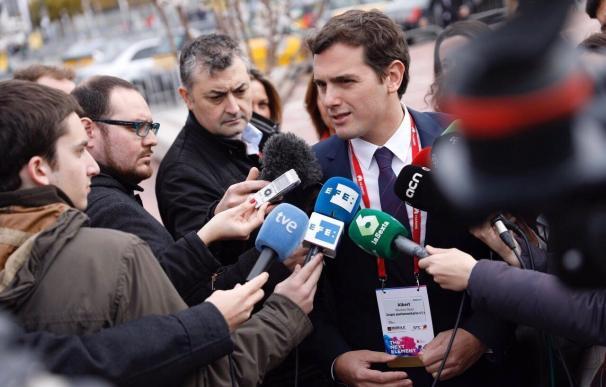 """Rivera (C's) acusa a la Generalitat de """"desconectar del mundo"""""""