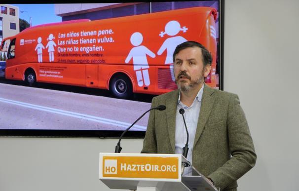 Policía Municipal de Madrid inmoviliza el autobús de Hazte Oír y el Ayuntamiento lo denunciará ante la Fiscalía