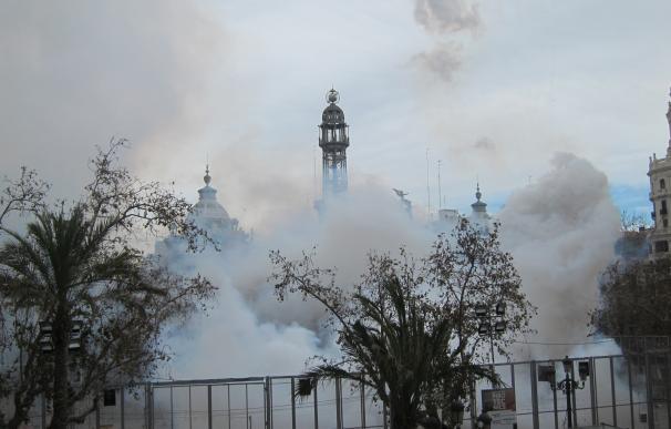 """Un aficionado logra hacer vibrar la Plaza del Ayuntamiento con una 'mascletà' """"tradicional y valenciana"""""""