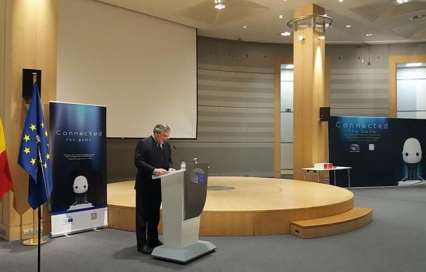 El Parlamento Europeo y el Gobierno alertan de los riesgos que supone la adición a Internet entre los jóvenes