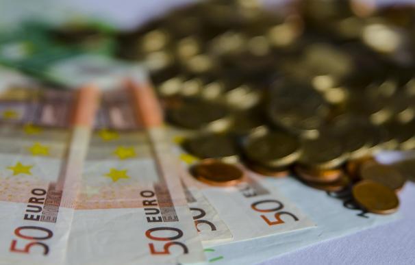 El Defensor del Pueblo recomienda limitar los intereses de créditos rápidos a dos veces el interés del dinero