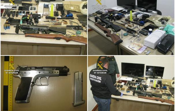 Guardia Civil detiene a dos responsables de un punto de venta de droga e incauta 200 dosis de cocaína y armas