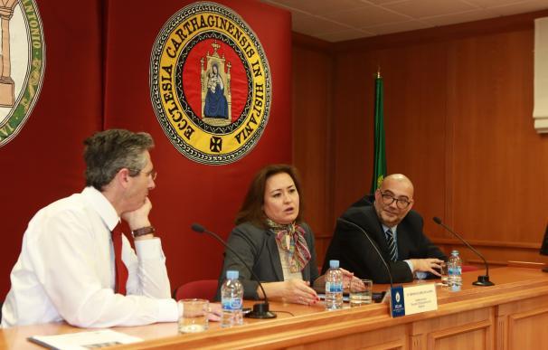 """La subdirectora de la Escuela Diplomática de España asegura en la UCAM que """"queremos diplomáticos murcianos"""""""