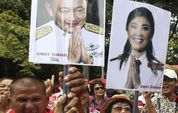 Yingluck Shinawatra investida primera ministra de Tailandia