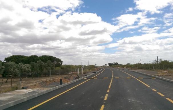 Equipo de gobierno local de Ayamonte abre la carretera de Punta del Moral, después de 15 meses de construcción