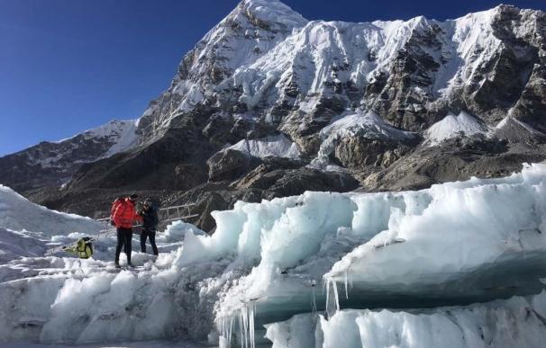 La expedición de Alex Txikon al Everest termina la reequipación del recorrido entre el campo base y el C1