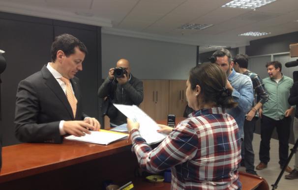"""Un candidato a la dirección del PP de Valencia denuncia """"presiones y amenazas"""" en la presentación de sus avales"""