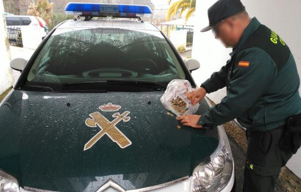 Detenidos cuatro jóvenes de Vigo por robar la recaudación de una tragaperras en una cafetería en Arbo (Pontevedra)