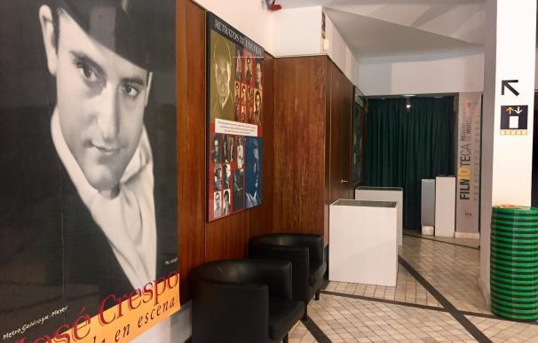La Filmoteca recuerda a José Crespo con una selección de sus fotografías, recortes de prensa y objetos personales