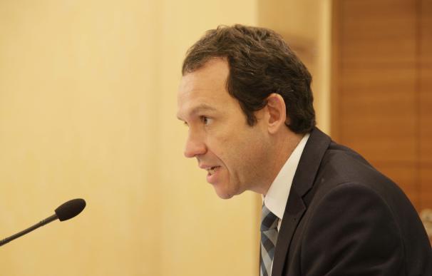 """Pons dice que la instalación de gas """"no es un cambio de paradigma"""" y que reduce un 30% las emisiones de CO2"""
