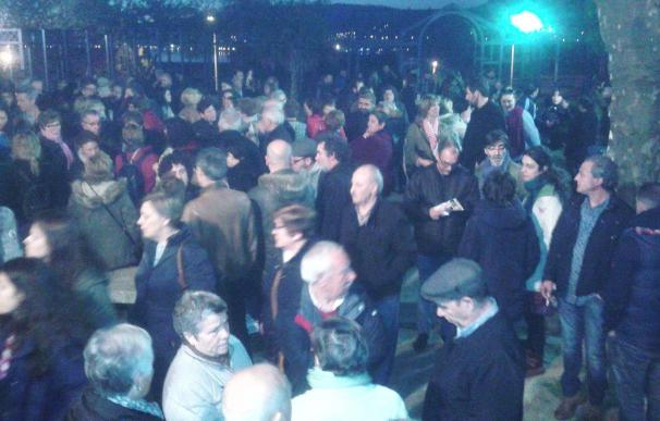 Cientos de personas se concentran en Chapela tras la muerte de una mujer en una explosión provocada por su expareja
