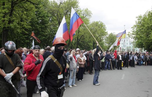 Prorrusos toman la sede del Gobierno de Lugansk, en el sureste de Ucrania