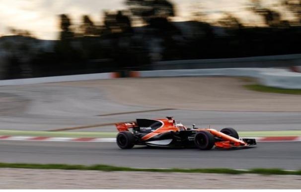 Alonso completa varias vueltas en Montmeló y logra el tercer mejor tiempo