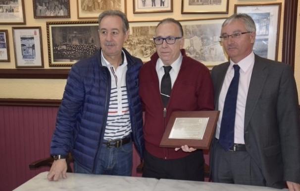 """La FER reconoce el """"mérito"""" del Café Moderno tras cien años de vida"""