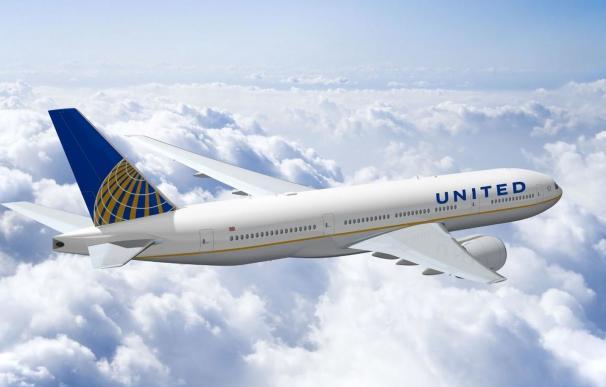 United Airlines prohibió que dos chicas subieran a un avión por sus mallas
