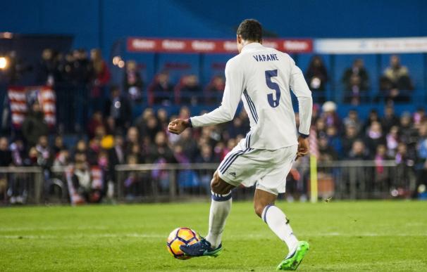 Varane entrena con el grupo y apunta para el duelo ante el Alavés