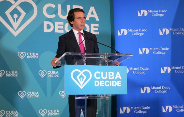 Aznar denuncia la falta de apoyo suficiente a los disidentes cubanos por la comunidad internacional