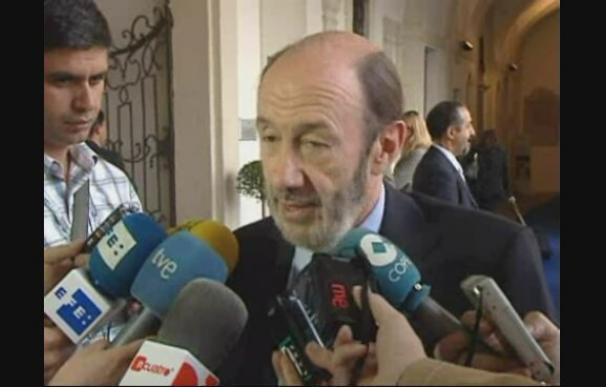Rubalcaba descarta elecciones anticipadas porque no interesa a España.