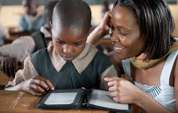 Los niños de Ghana descubren un nuevo mundo gracias a los e-readers