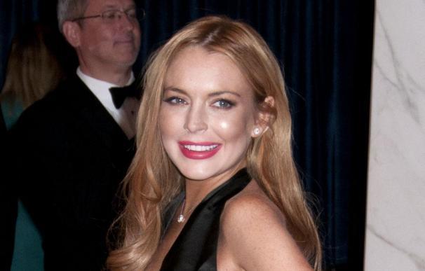 Lindsay Lohan regala 100 dólares a una limpiadora