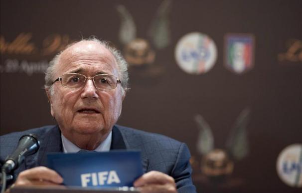 Blatter comprende la marcha de Guardiola por la enorme presión de dirigir el Barça