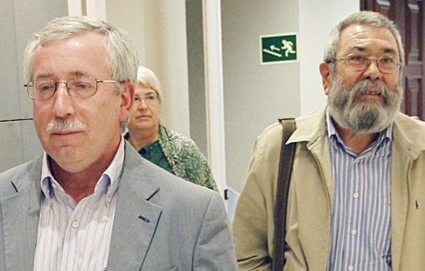 Los secretarios generales de UGT, Cándido Méndez (d), y de CCOO, Ignacio Fernández Toxo - EFE