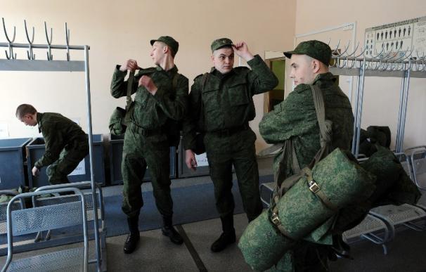 Moscú anuncia que las tropas desplegadas en la frontera de Ucrania han regresado a sus bases