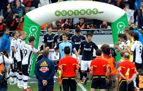 El Valencia hizo el pasillo al Real Madrid entre pitos
