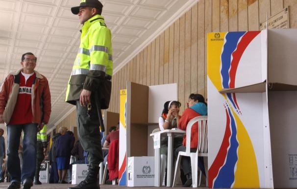 Con el 31,9 por ciento de mesas escrutadas, Santos obtiene el 46,81 por ciento y Mockus el 21,42