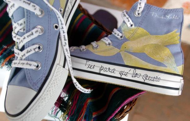 Zapatillas inspiradas en Frida Kahlo dejan huella en comunidades indígenas mexicanas