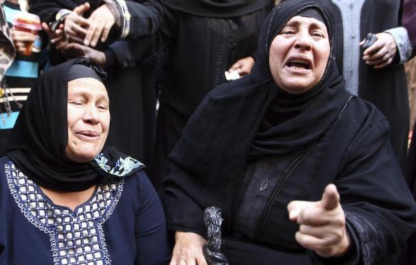 Condenan a muerte a 720 islamistas, incluido el líder de Hermanos Musulmanes