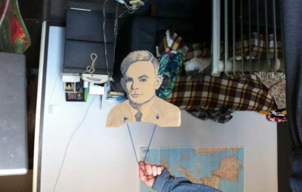 Hidrogenesse fichan a Alan Turing. Foto: Austrohúngaro.